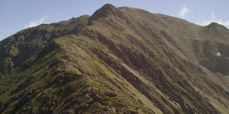 南アルプス三峰岳から間ノ岳を見る