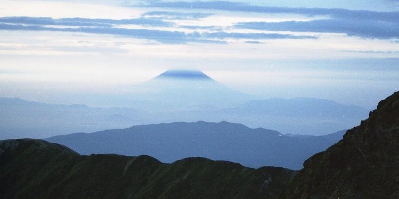 北岳の尾根から富士山遠望