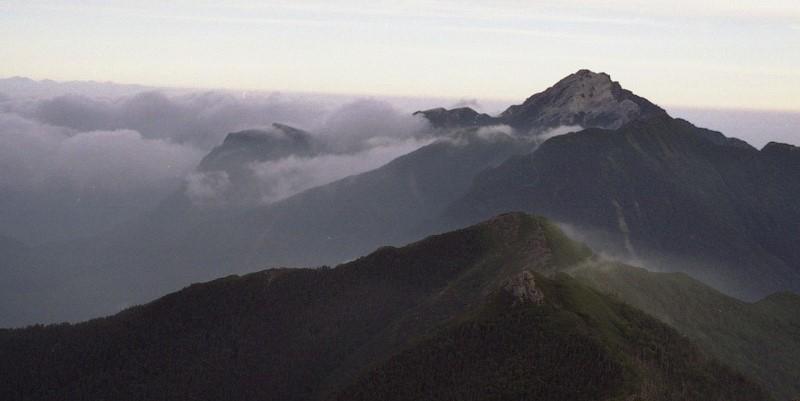 南アルプス 北岳から甲斐駒を望む