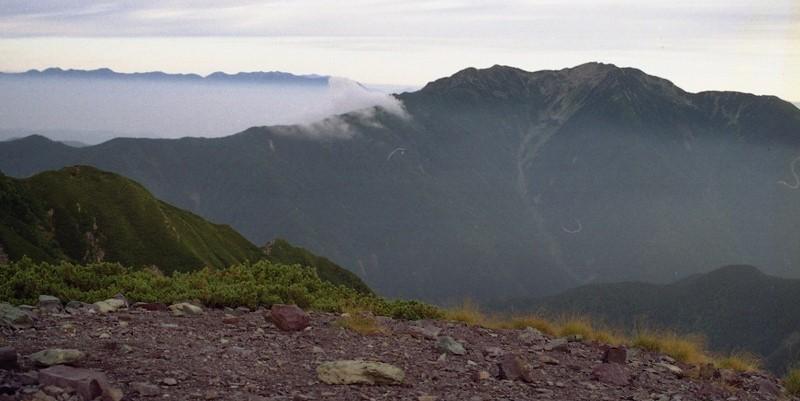 南アルプス 北岳から仙丈岳を望む